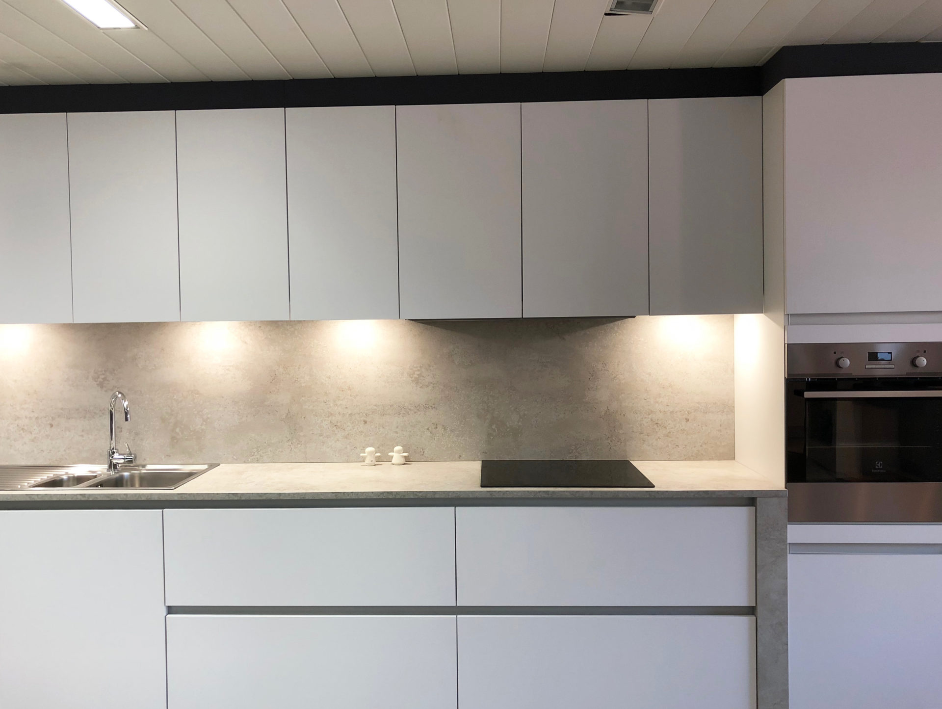 Showroomkeuken artic white