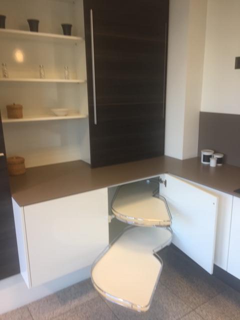 Showroomkeuken wit design met donker eiken - Ilwa